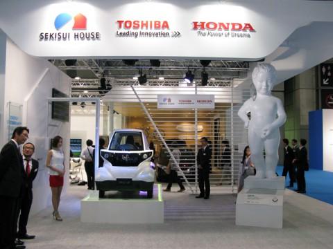 モーターショー会場で、次世代スマートハウスを提案した3社合同ブース