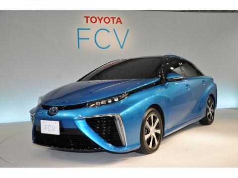 2014年、軽自動車と500万円超のクルマの販売が伸びた二極化の年