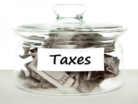 政府 地域限定の消費税軽減税率は「困難」