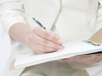画・保育士・介護士の待遇改善か_検討されるも、厳しい声