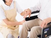 画:介護職の離職率はなせ_高い?常勤と非常勤て_理由に違い