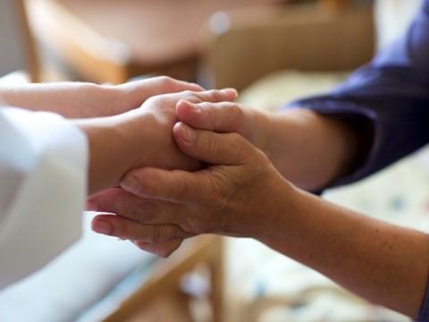 SNSや恋愛でつながりのあるシニアは身体や心の健康を保つための意識が高いと判明