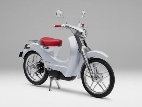 日本郵便とホンダ、協働で郵便配達二輪車9万台を電動化。実証実験開始
