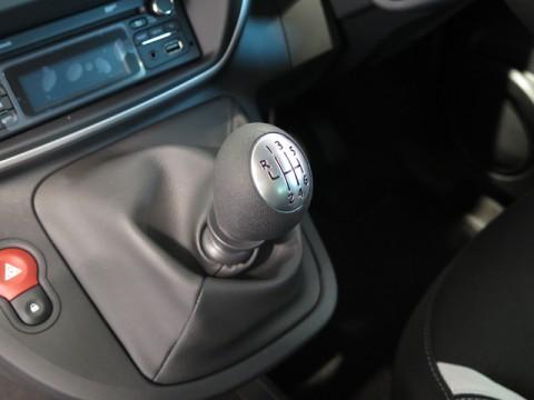 マニュアルシフトを駆使して思い切り走らせる限定車ルノー「カングー S MT」発売