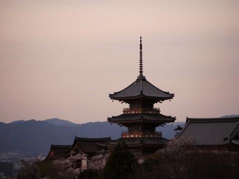 京都の電子部品関連4社の中間決算は好調。通期業績の上方修正が相次ぐ