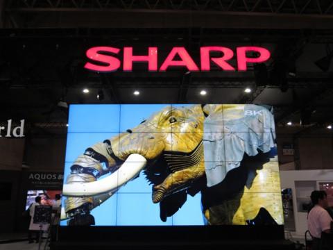 シャープ、CEATECでもっとも伝統的な展示方法で「8Kテレビ」をアピール