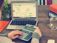 画・所得控除見直し、高収入の会社員に増税案