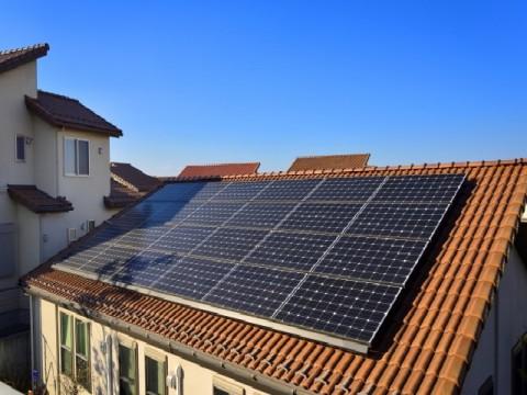 太陽光発電業者の倒産、過去最高に