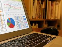 画・Webマーケティングの課題。「経営者の理解」、「人材確保」。