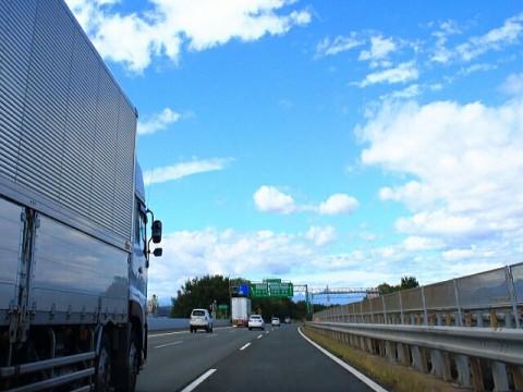 「あおり運転」の被害、トラックドライバーの7割