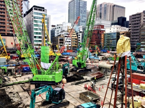 建設業の週休2日は可能か?「困難」69%。工期が間に合わない