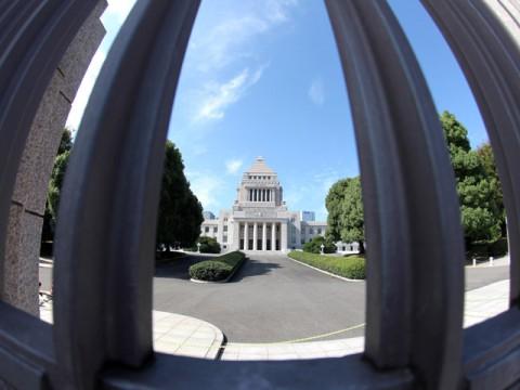 内閣不信任 本当の審判は来夏の参院選
