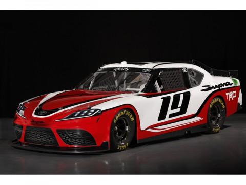 トヨタ、フラッグシップ・スポーツ「新型スープラ」発進、米NASCAR仕様から