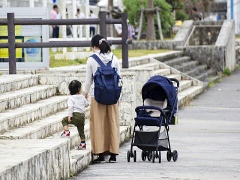 「仕事が忙しく十分な子育てができない」 男性は54%、女性は 26%