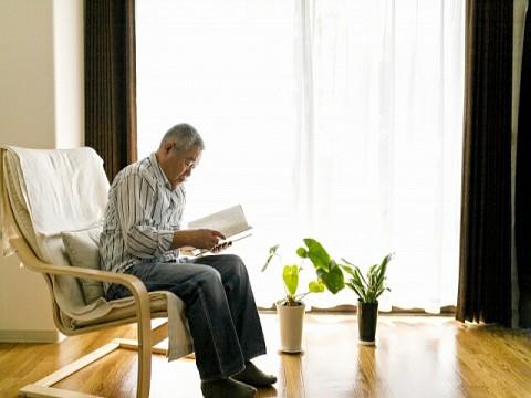 退職金制度のある企業は7割。支給額は3000万円未満で半数超