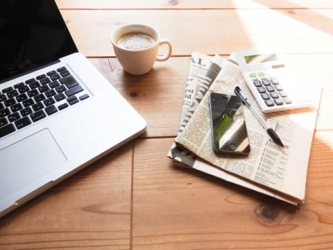 紙媒体の新聞購読、減少傾向。「ニュースアプリ」が増加傾向。テレビを抜く勢い