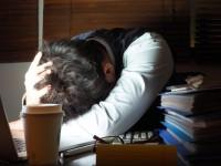 画・ストレスを感じる。経営層5%、管理職20%、社員20%。仕事量が過大。