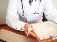 画・診察して欲しいのは「人間の医師」86%、「AI医師」14%。