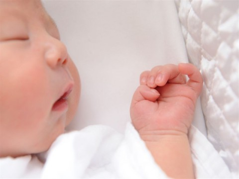 妊産婦に優しくない社会 産めと言われつつ産める状況を得られない矛盾