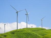 画・再生可能エネルギー発電。太陽光は縮小傾向。風力や水力が拡大。