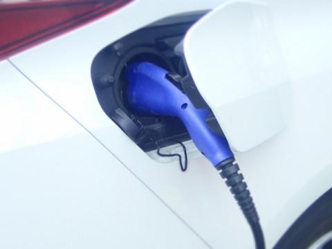 世界のEV/PHV向け充電インフラ。中国で急拡大。米欧も2ケタで拡大