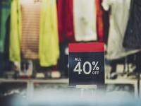 画・消費税増税。年末の消費、「節約を意識」する者8割。ネットショッピングを利用8割。