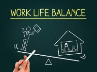 画・仕事重視派のほうが働き方改革に多くを期待。私生活重視派は関心度低。