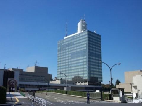 圧力に屈せず、NHKは公共放送に徹する強さを