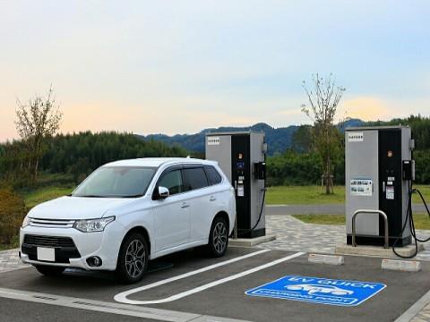 2035年、EV・PHV向け急速充電器のストック数、日本1.5倍、中国4.2倍、米国3.7倍、独6.6倍