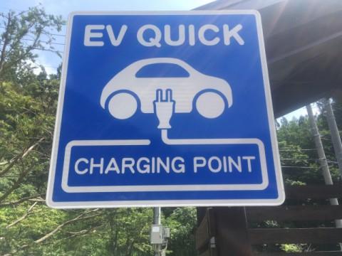 EV充電貯蔵システム、採用拡大へ期待もコスト面と環境への影響が課題